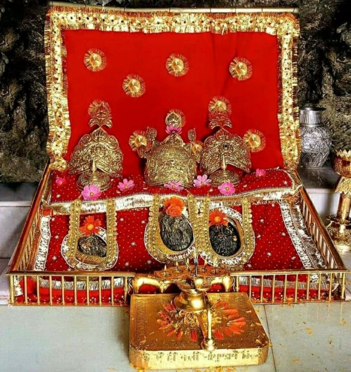 वैष्णो देवी मंदिर में पूरी होती हैं मनोकामनाएं